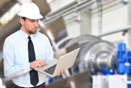 Fotografie, Obraz Ingenieur vor Ort im Maschinenbau - Entwicklung und Konstruktion in der Industri