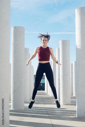 Photo Chica entrenando en la Ciudad