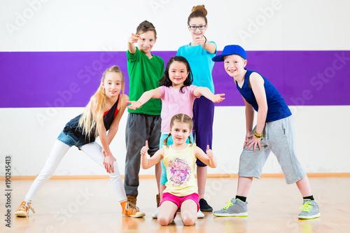 Children in zumba class dan...