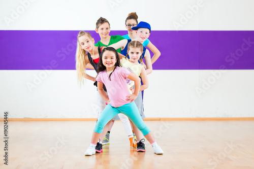 Küchenrückwand aus Glas mit Foto Tanzschule Children in zumba class dancing modern group choreography