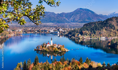 Poster de jardin Automne Bled, Slovenia - Panoramic aerial view of Lake Bled with Church of the Assumption of Maria, traditional Pletna boats at autumn background