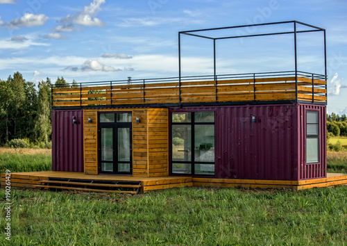 Fotografia  A modern design of a country home constructed from containers