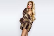 Beautiful, Sexy Naked Blond Mo...