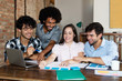 Internationales Start-Up-Team bei der Projektplanung