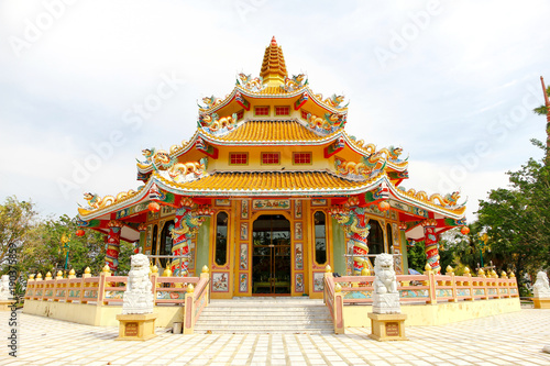 Chinese temple in Thailand under the blue sky. Shrine Building Tableau sur Toile