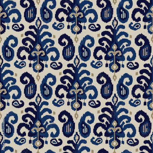 bezszwowy-wzor-ikat-paisley-tradycyjny-orientalny-etniczny-ornament-indygo-kobaltowy-niebieski-i-bezowy-na-tle-ecru-projekt-tekstylny