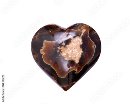 Photo Polished aragonite heart from Peru isolated on white background