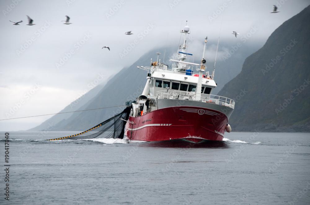 Fototapeta Hochseekutter im Nordatlantik auf Fangfahrt.