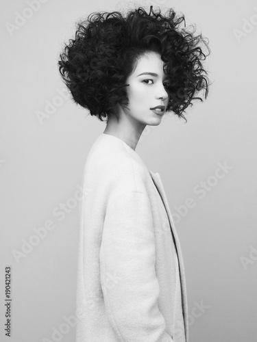 Staande foto womenART Fashion portrait of beautiful asian woman in white coat