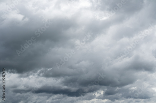 Obraz Dramatic cloudy sky. Rainy clouds flying over horizon. - fototapety do salonu