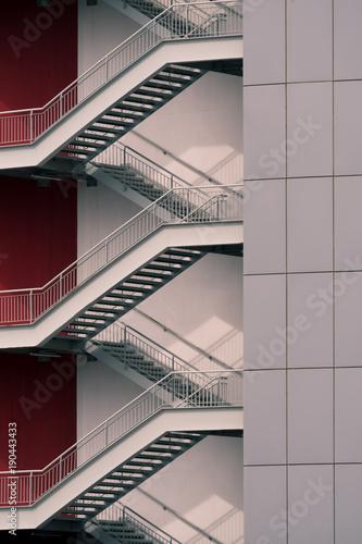 Escalier moderne sur façade en bardage – kaufen Sie dieses ...