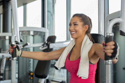 Foto op Plexiglas Fitness Beautiful woman at the gym doing workout