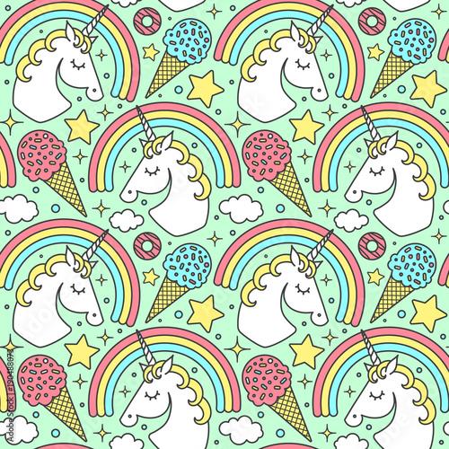 Stoffe zum Nähen Nahtlose Muster mit Einhorn und Regenbogen auf grünem Hintergrund. Vektor Stil niedliche Comicfigur