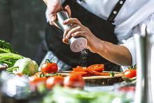 Chefkoch In Der Küche Mit Fri...
