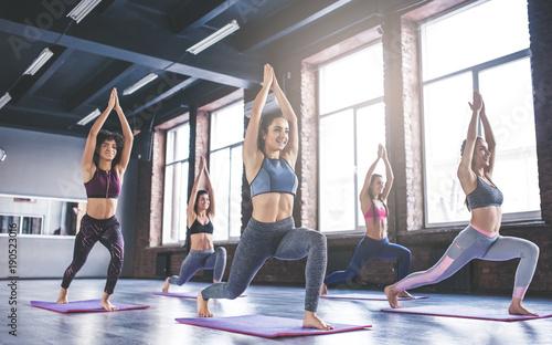 La pose en embrasure Ecole de Yoga Group yoga training