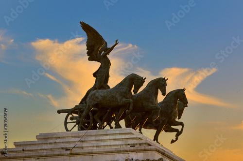 Zdjęcie XXL Chariot w Rzymie z chmurami