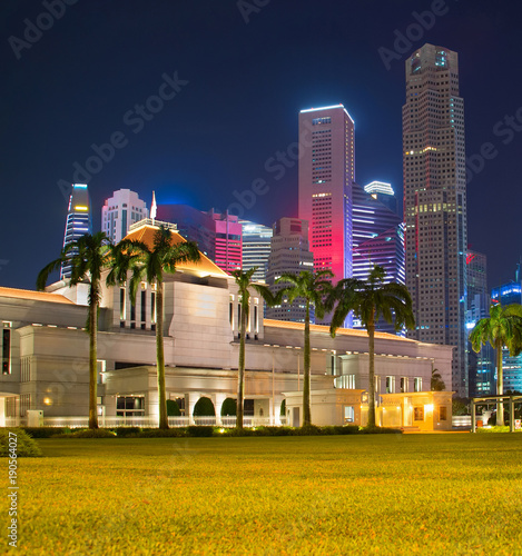 Photo  Singapore Parliament building at night