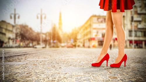 Fotografia woman legs and red heels