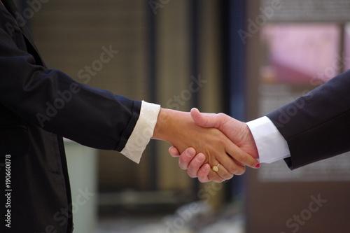 Photo Poignée de main homme femme