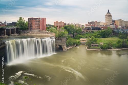 Fotomural High Falls district in Rochester New York under cloudy summer skies