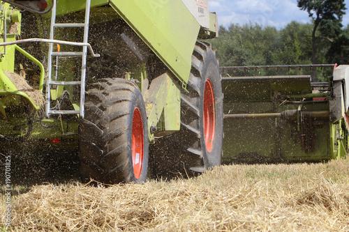 combine harvest Obraz na płótnie