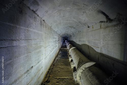 Plakat Tunel kanalizacyjny z rurociągiem drenażowym do odprowadzania ścieków