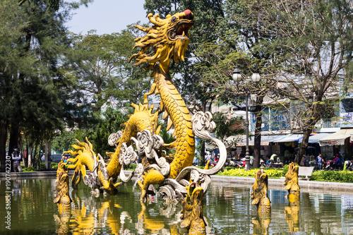 Fotografía Dragon fountain in Cholon