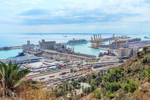 Plakat Widok na port w Barcelonie od Montjuic. Katalonia Hiszpania