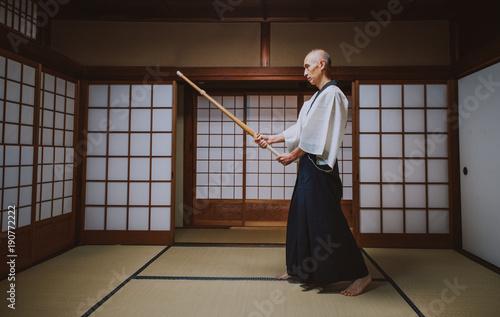 Photo Stands Martial arts Senior martial art master in his dojo