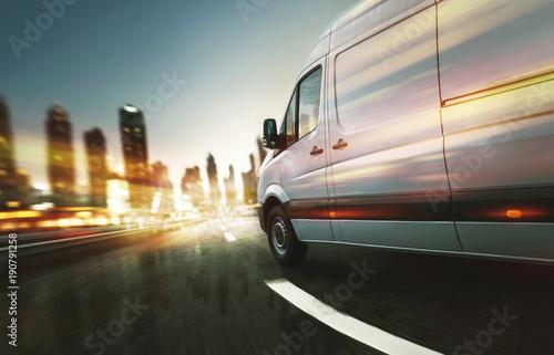 Lieferwagen liefert nachts