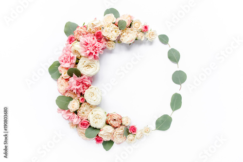 Foto op Canvas Bloemen Round frame frame made of roses and cloves, eucalyptus leaves floral pattern on white background. Flat lay, top view. Valentine's background. Floral frame. Frame of flowers