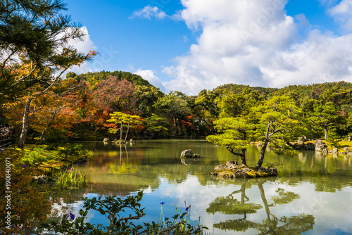 Japanese zen garden, Autumn lake Tableau sur Toile