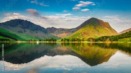 Fotografía Sunset at lake in District Lake in summer, UK