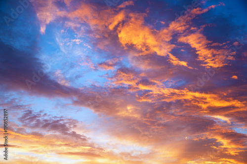 Photo sur Toile Orange eclat sunset sky with multicolor clouds