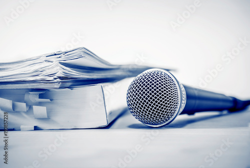 Photo  Close up a Microphone with paper document , concept of speaker or teacher prepar