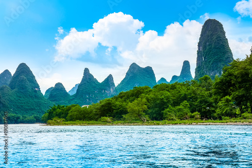 Photo sur Aluminium Guilin The beautiful rivers and landscape of the Lijiang River in Guilin, China