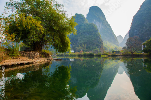 Foto auf Gartenposter Reflexion Beautiful landscape of karst mountains reflected in water, Yulong river in Yangshuo South China.