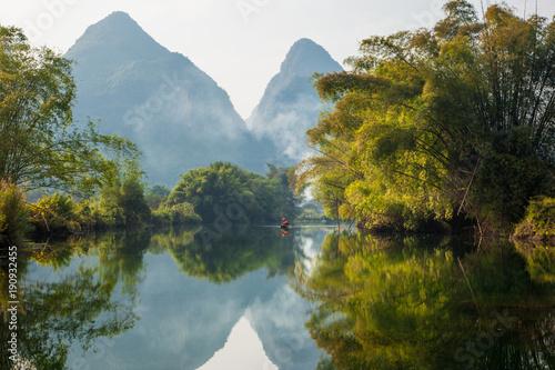 Foto auf Gartenposter Reflexion Amazing natural landscape. Beautiful karst mountains reflected in the water of Yulong river, in Yangshuo, Guangxi province, China.