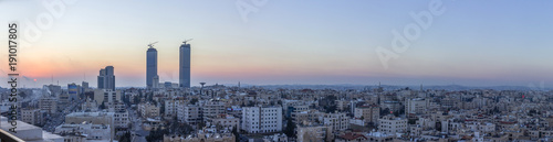 Photo panoramic view Amman city - Jordan Gate towers beautiful sky winter