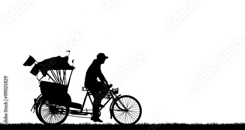 Valokuva silhouette old man ride Tricycle on white background.