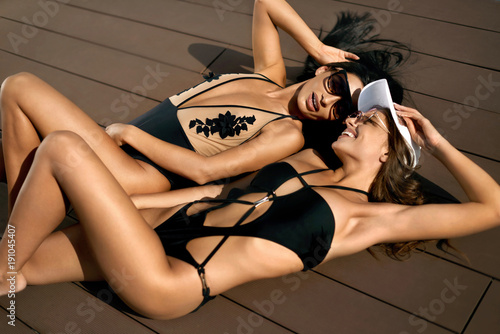 Fototapeta Fashion Women In Swimsuits Relaxing In Summer.