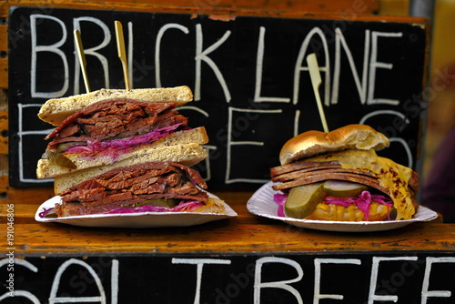 Foto-Leinwand ohne Rahmen - burger in the street market (von Iliya Mitskavets)