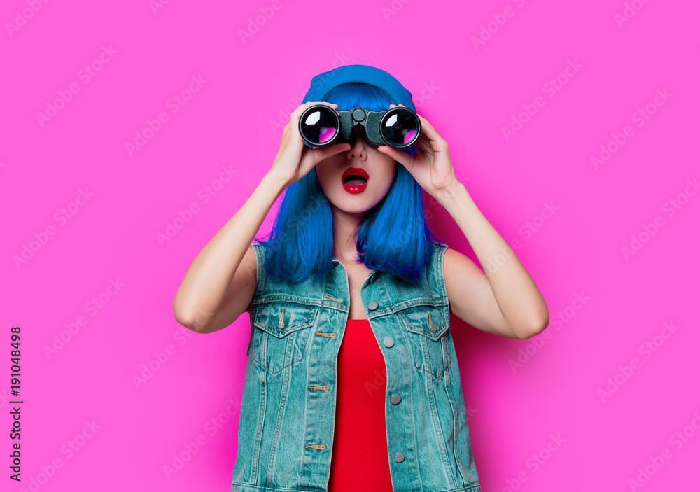 Fototapeta hipster girl with blue hair and binoculars