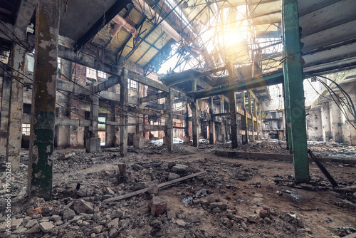 Papiers peints Les vieux bâtiments abandonnés Abandoned factory interior and building .