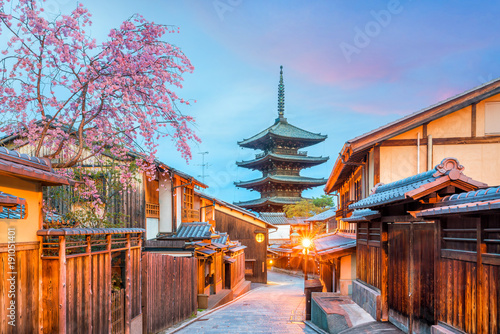 Poster Kyoto Old town Kyoto during sakura season