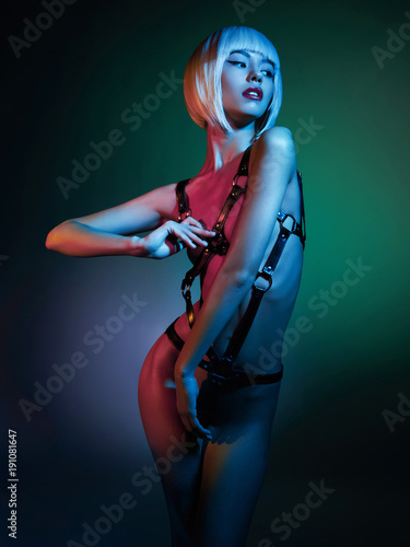 Foto op Plexiglas womenART Beautiful nude body of sensuality elegant lady. Sexy blonde in night club