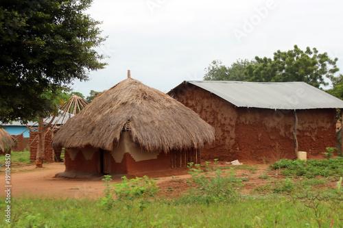 Staande foto Afrika Leben in Uganda Afrika, Hütten aus Holz und Stroh