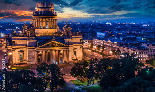 Staande foto Xian Russia. St. Isaac's Cathedral in St. Petersburg. The poster of Russia. Tourist center of Saint-Petersburg. Museums of Petersburg. Summer poster of St. Petersburg