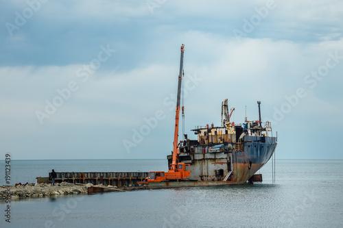Foto op Canvas Schipbreuk Dismantling of an old rusty ship to scrap metal