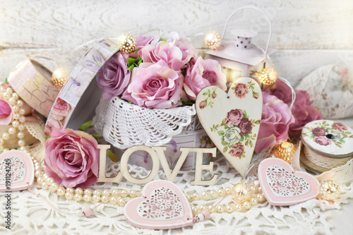 Foto-Tapete - romantic love decoration in shabby chic style for wedding or valentines (von teressa)